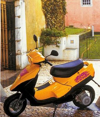AlegriaRide Rent a Scooter Lisboa Porto Oporto Lisbonne Lissabon Portugal Electric Twizy